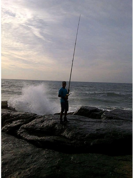 Me waiting for the pick up at Splash Rock and with murphy's law , just placed the rod on the h